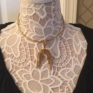 Jewelry - Chocker type necklace. Brass. Or gold plate